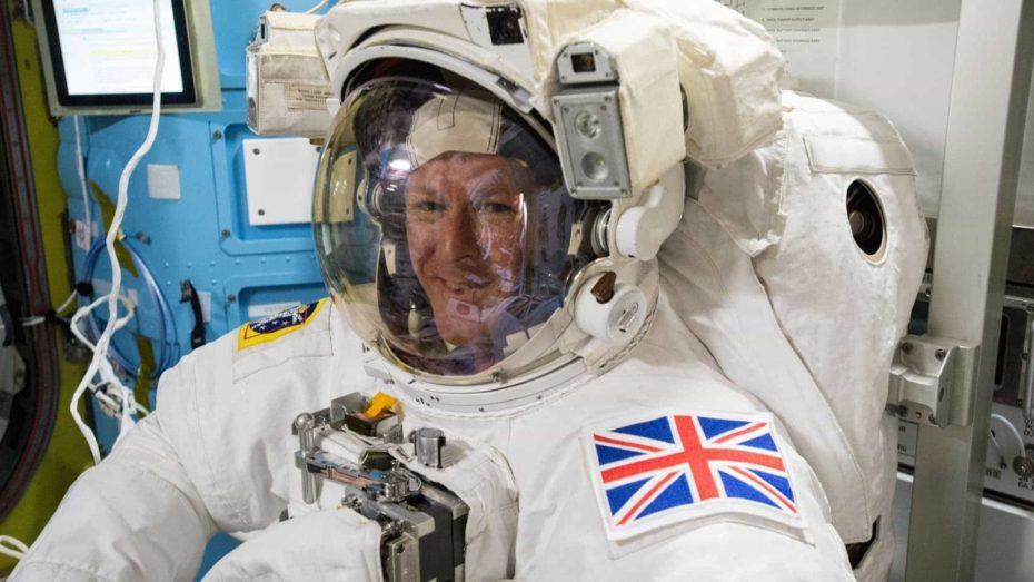 ISS-46_Timothy_Peake_during_spacesuit_fit_check_in_the_Quest_airlock_(2)